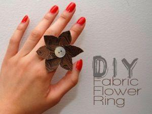 Perchè non fare degli anelli per le vostre bellissime mamme,usando solo un po' di stoffa e dei bottoni???