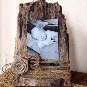 Questa è la mia preferita.Del semplice legno,dello spago e una foto,sono un trio perfetto,non trovate?