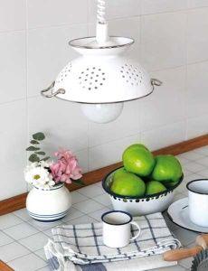 Lampadari-fai-da-te-da-cucina-con-scolapasta
