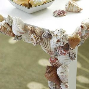 15-seaside-decorating-ideas-to-transport-you-to-a-sandy-paradise-Jazz-up-old-furniture-with-a-few-sea-shells
