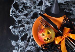 Tavola-Halloween-mela-intagliata