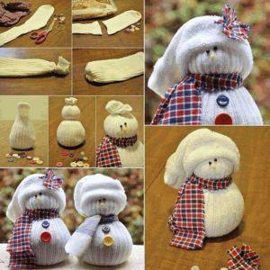 Mini-pupazzo-di-neve-con-calzini-fai-da-te-natale-decorazioni